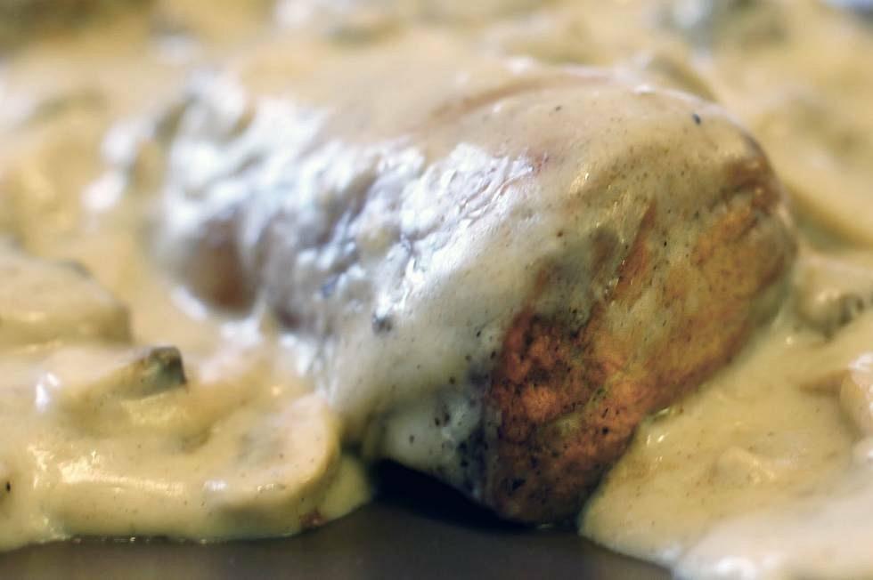 1kg varkenshaasje in champignonsaus